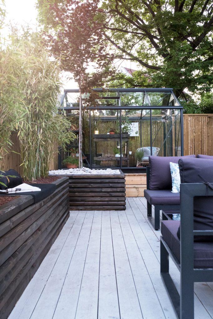 Terrasse med drivhus