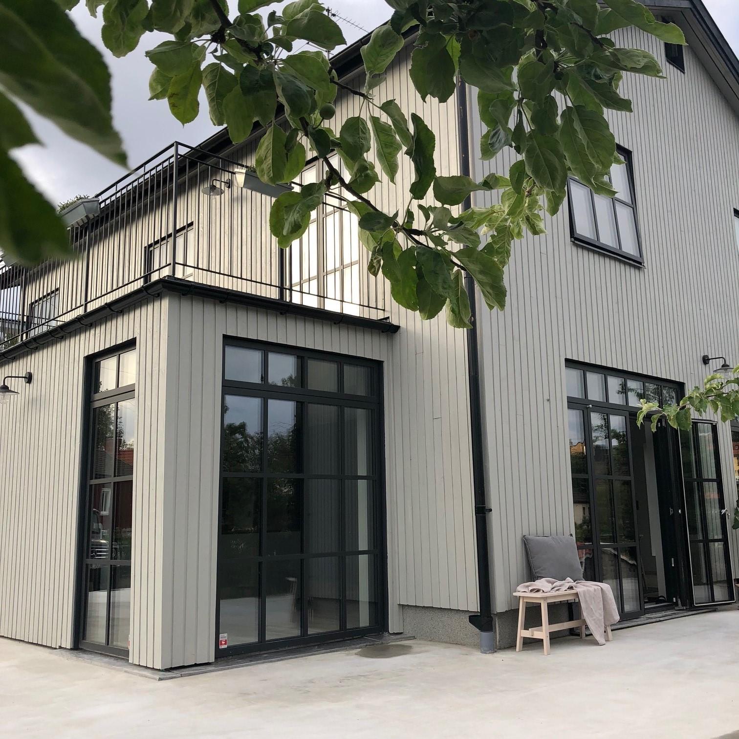 Klesdesignerens varmgrå villa
